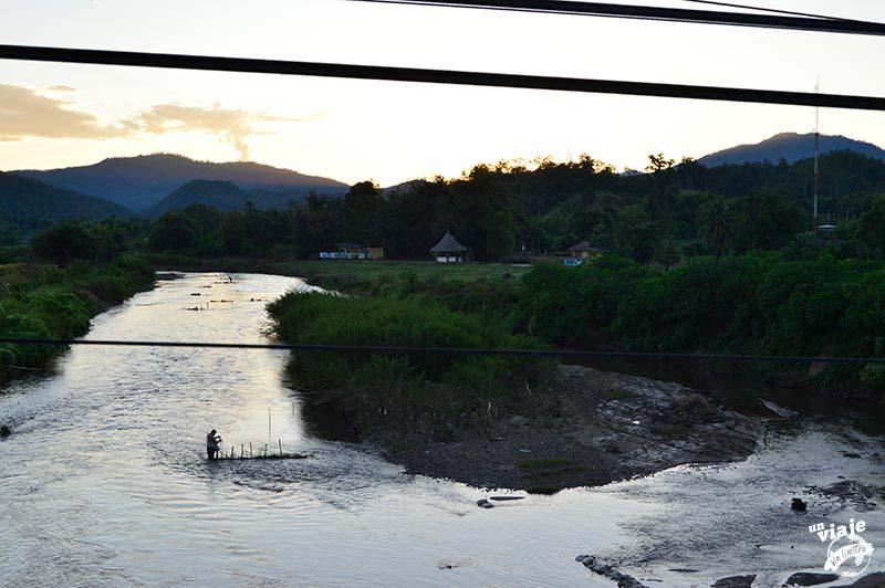 Atardecer en el memorial bridge de Pai, Tailandia.
