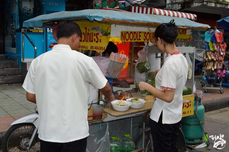 Puesto de noodles en Bangkok, Tailandia.