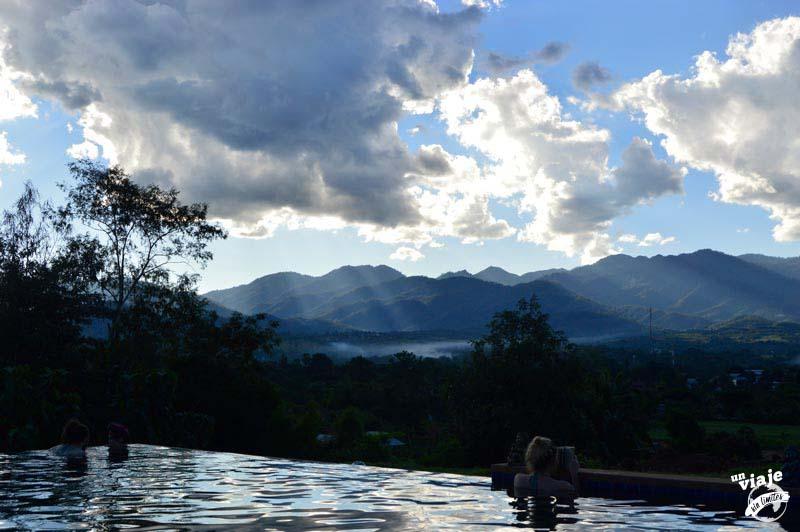 Hostal barato con piscina en Pai, norte de Tailandia.