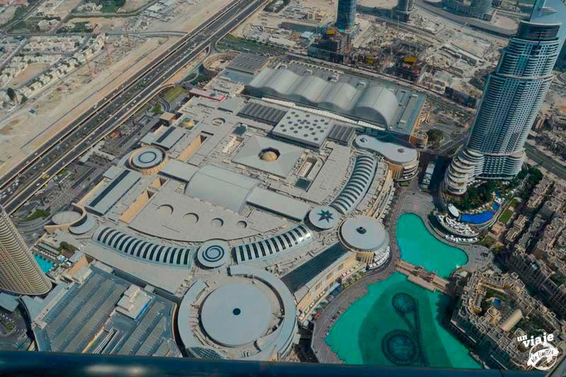 Vistas desde el mirador del edificio mñas alto del mundo. Dubai.
