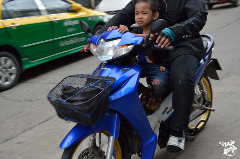 Niños en moto, Tailandia.