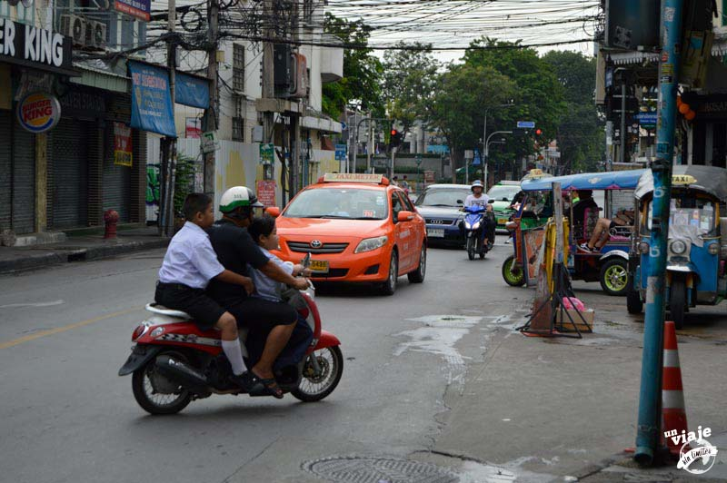 Tres personas es una moto, Tailandia