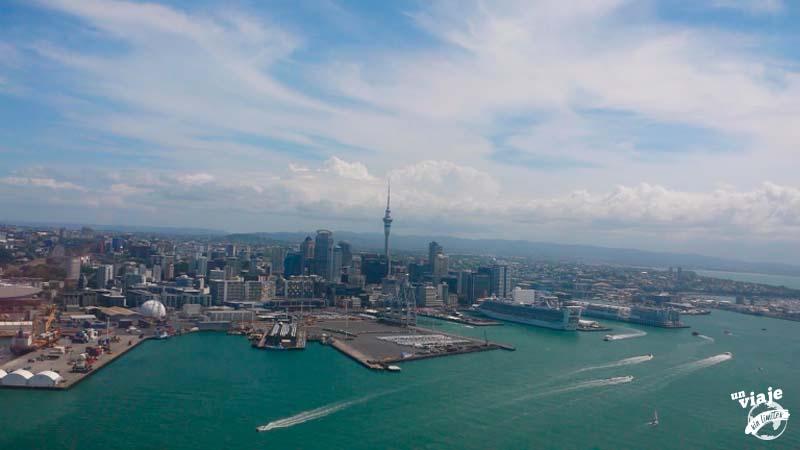 Vuelo en helicóptero sobre Auckland, Nueva Zelanda.