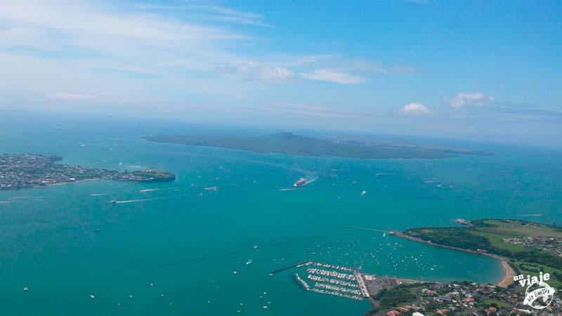 Bahía de Auckland desde un helicóptero.