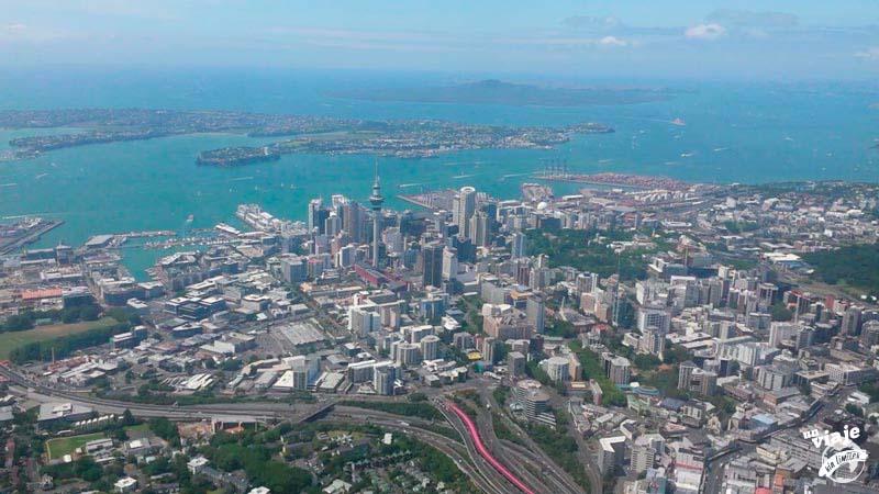 Toda la ciudad del Auckland desde el aire.