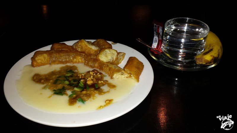 Desayuno tipico birmano.