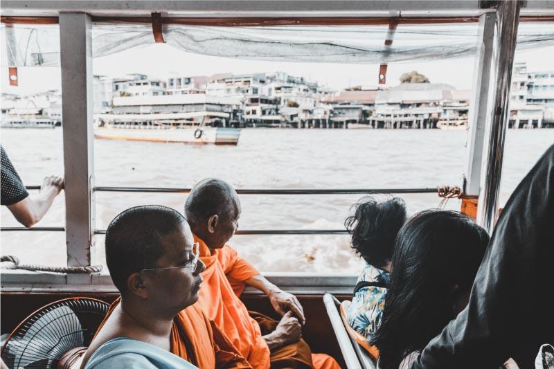 ferry publico en Bangkok, transporte en Tailandia.