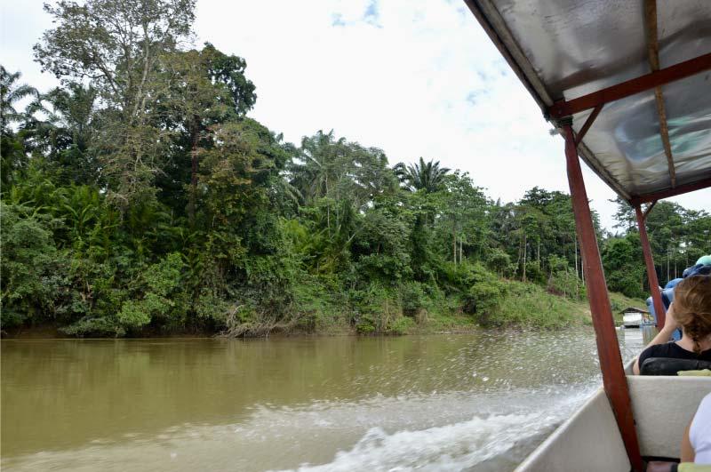 Barco de Kuala Lumpur hasta Taman Negara, Malasia