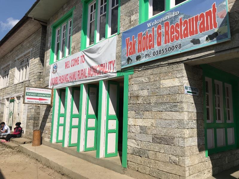 Oficina para pagar el permiso al campo base del Everest.